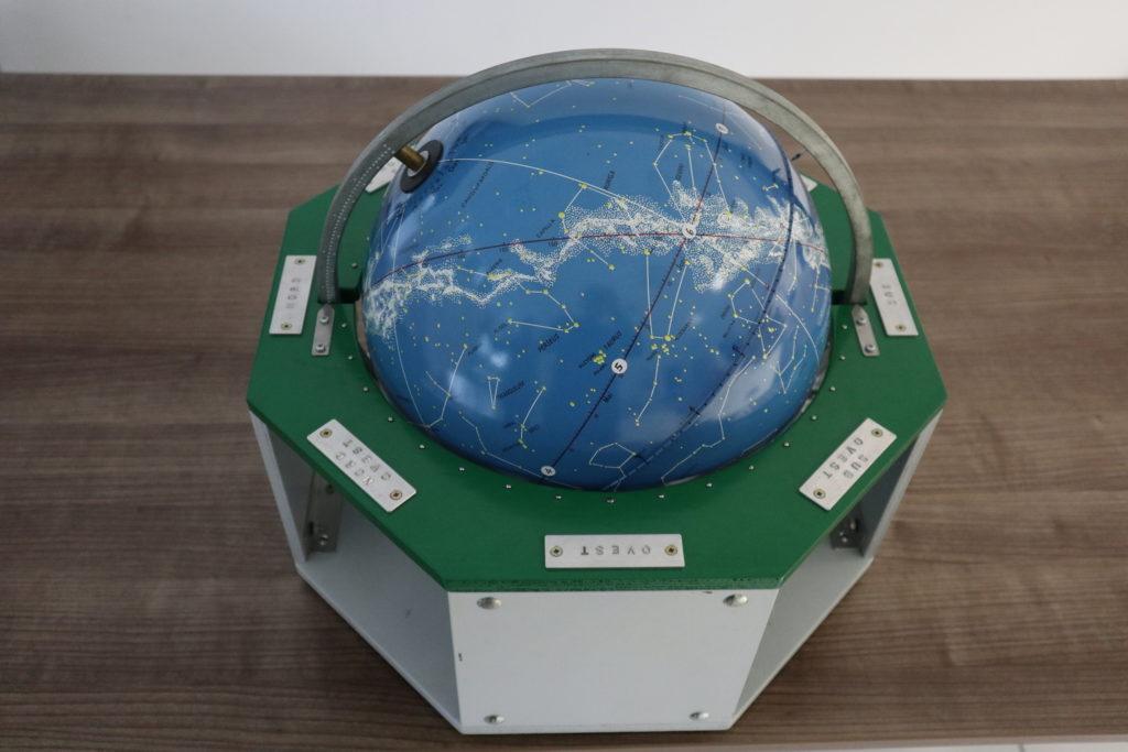 B. Foto globo celeste